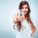 Boire de l'eau: des avantages essentiels