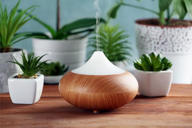 Un diffuseur d'huiles essentielles, solution la plus efficace en aromathérapie