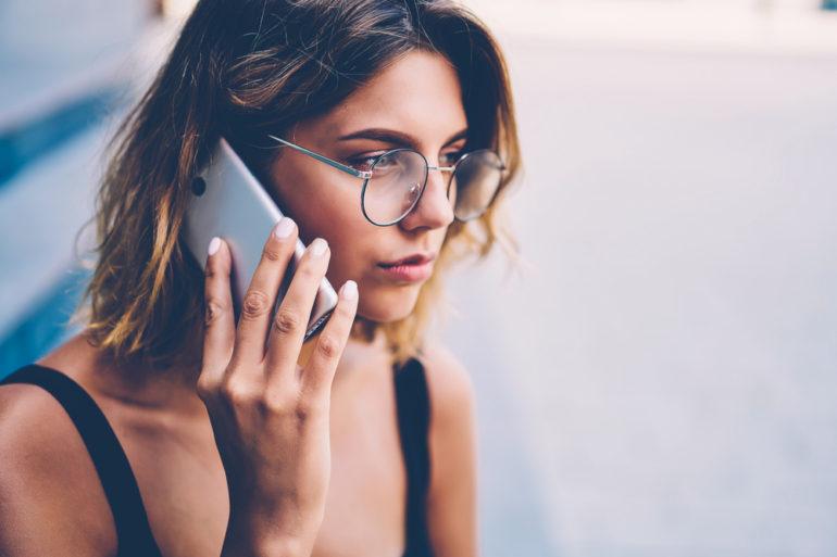 Jeune femme active en période de stress et d'anxiété