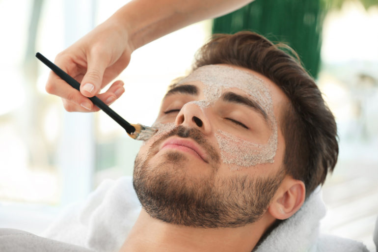 homme-masque-acne-points-noirs
